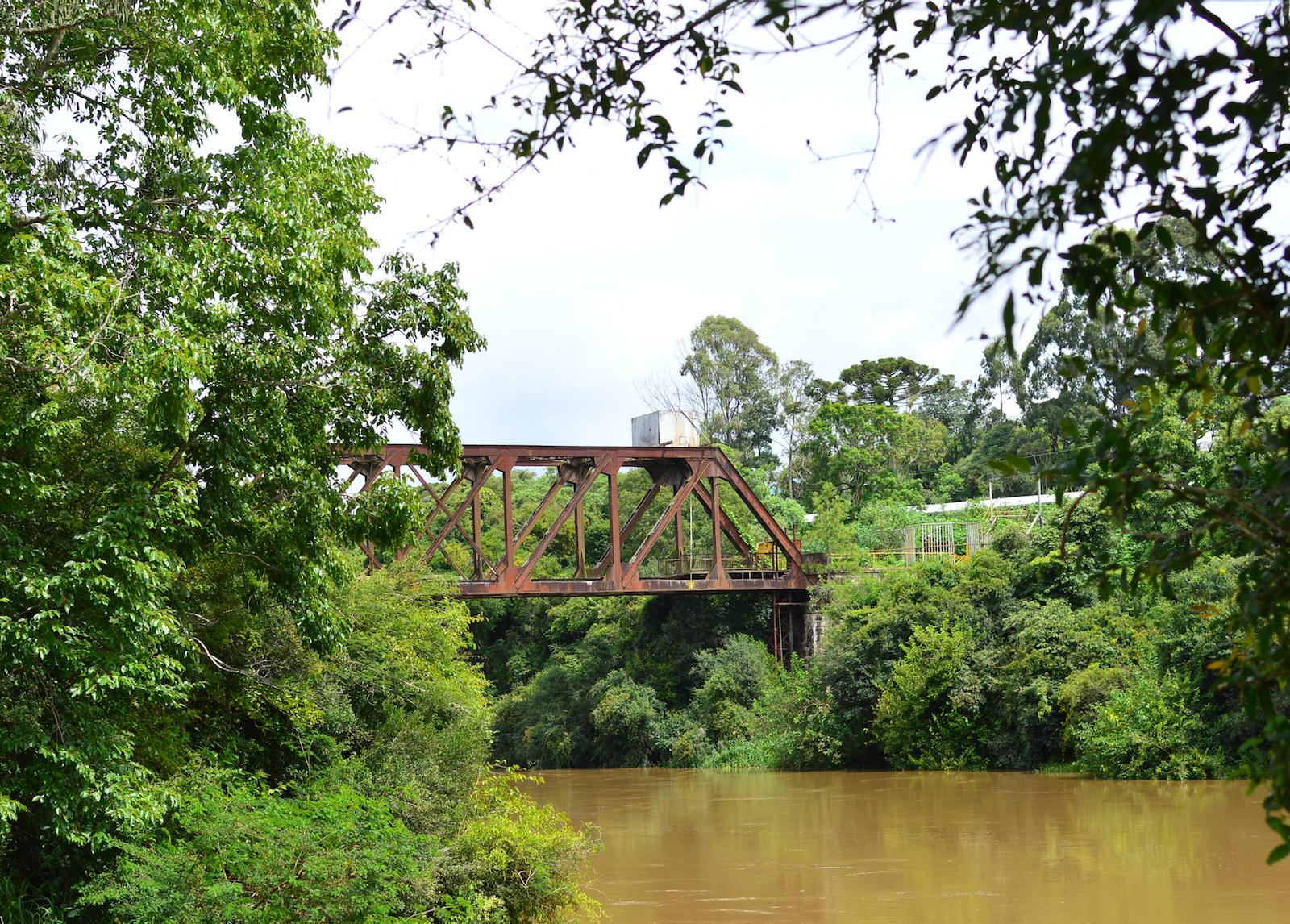 Figura 6: Antiga ponte ferroviária para o Ramal do Rio Negro. Posição [3] no quadro sinótico