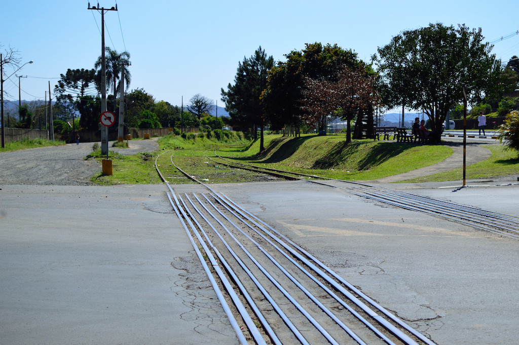 Figura 4: Linha São Francisco e Itararé-Uruguai, paralelas desde o pátio de manobras até este ponto, começam a divergir a partir daqui