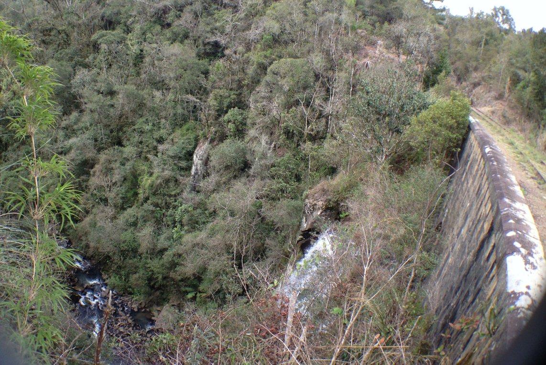 Figura 7: Ferrovia e cachoeira do km 13